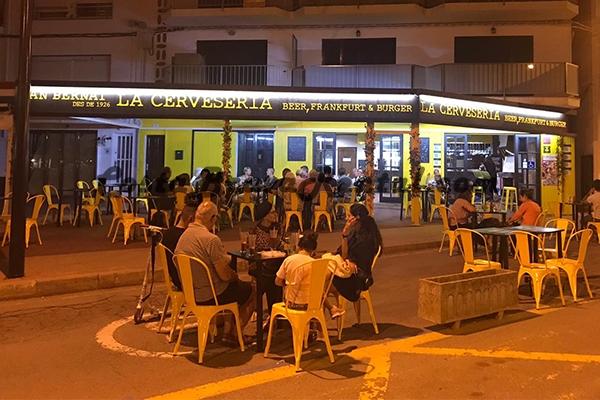 La Cerveseria Estartit Costa Brava Beer German Menu Restaurant Spain Terrace