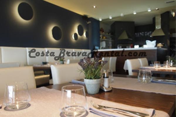 Montserrat, Estartit, Costa Brava, Spain, Restaurant, Bar, Flamingo Hotel, Tables, Menu, Inside