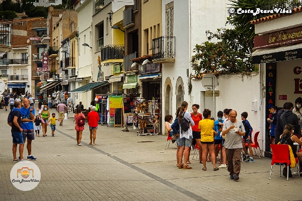 Santa Ana Estartit Summer Spain Shopping Street People Costa Brava Vibes